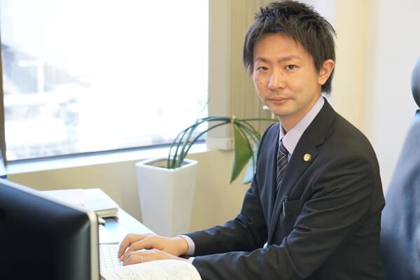 デイライト法律事務所橋本誠太郎執務風景