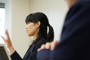 デイライト法律事務所橋本誠太郎電話中