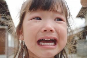 泣く子供のイメージ画像